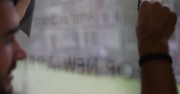 Вид рекламной наклейки изнутри